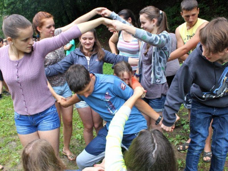 How to organize cool team building activities